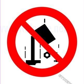 Prepovedano metanje predmetov